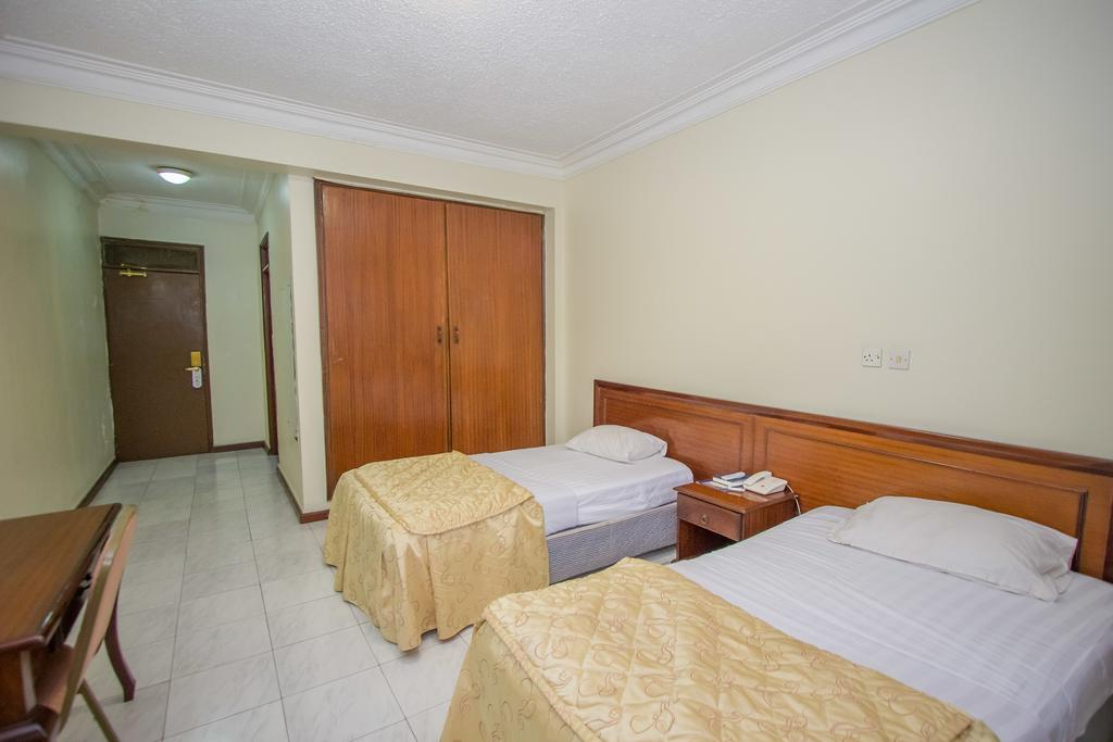 Holiday Express Hotel single bed with extra bed