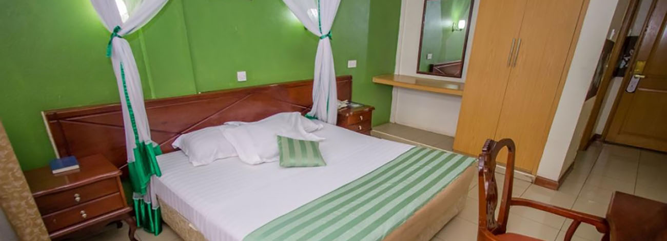 holidays express hotel Rooms