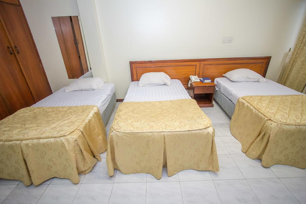 holiday express hotel triple bed